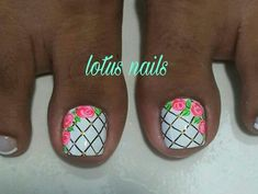 Toenail Art Designs, Nail Art Designs Videos, Flower Nail Designs, Pedicure Designs, Pedicure Nail Art, Toe Nail Art, Pretty Pedicures, Pretty Toe Nails, Cute Toe Nails