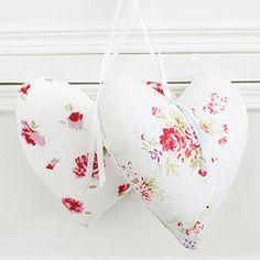 Floral fabric heart decorations filled with lavender free sewing patterns craft ideas allaboutyou.com