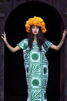 Denni Elias Chicmuse Traditional flower crown Cempasuchil Mexico 4b  Traditional Fashion, Traditional Outfits, Mexico ae8c88da1b06