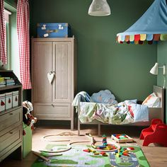 A children's room with an extendable bed, wardrobe and a chest of drawers, all in grey-brown.