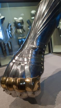 Closeup of Elbow Gauntlet made in Augsburg Germany by Lorenz Helmschmid 1485 CE (1)