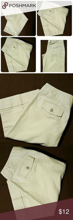 "Ann Taylor Capris Nwot this is a pair of Ann Taylor Capris  Button back pockets, 2 side front pockets,   double clip and button closure in front. Cuffed at bottom. Size 10 Cream Color. Measures  32"" waist  26"" inseam Ann Taylor Pants Capris"