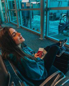 ✨ sobrou até alguns dólares que eu comprei na haha que venha a próxima viagem! para quem for viajar para… Instagram Pose, Instagram Story, Selfie Foto, Photography Poses, Travel Photography, Tumblr Travel, Airport Photos, Insta Photo Ideas, Foto Pose