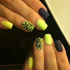Black and yellow flowers nails