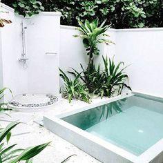Petite piscine carrée
