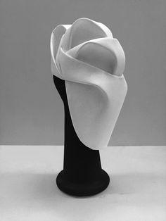 Maru Daris design. Head accessory. Mask. Design. Fashion. Ideas. Architecture. Curves. Volume. White.