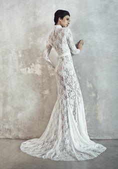 Photographer: Gerald Goh from Imagerom Studio Code: MLC-B14-20046-IVY Description: Mandarin collar mermaid long lace gown #weddings #melindalooi #melindalooiivory #ivory #bridal #weddingdress #bridaldress #weddinggown #gown #bridalgown #bride #vintage #embellishments #crystallized #swarovski #glassbeads #waterpearls #beading #beaded #tulle #frenchlace #lace #satin #silk #mermaid #mandarincollar #chinese #longsleeves