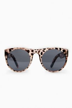 Pretty Prowl Sunglasses in Pink