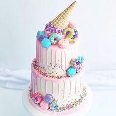 Ice Cream Cone Cake, Ice Cream Theme, Ice Cream Party, Cream Cake, Candy Birthday Cakes, Birthday Desserts, Cute Desserts, Ice Cream Birthday Cake, Ice Cream Kids