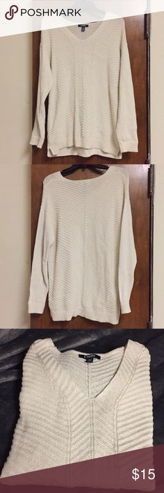 Chaps White Chevron Sweater Really cute off-white chevron sweater. Light comfortable sweater that looks really cute with a vest and boots. Willing to negotiate price, just offer! Chaps Sweaters V-Necks