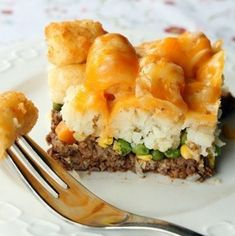 This Tater Tots® Shepherds Pie is a rich and savory entrée perfect for family dinners! This combination of ground beef, peas, corn, carrots, tots and cheese is irresistible! Tater Tot Recipes, Beef Casserole Recipes, Pie Recipes, Dinner Recipes, Cooking Recipes, Dinner Ideas, Dinner Entrees, Hamburger Recipes, Cooking Ideas