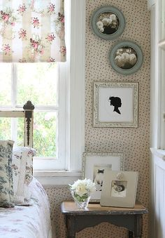 Great Bedroom Design with Obrien Schridde Frames Colorful Picture Frames, Handmade Picture Frames, Wall Groupings, Country Style, My House, Cornice, Gallery Walls, Bedrooms, Collage