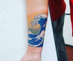 Wasser und Wellen Tattoos: Bedeutungen und Designs