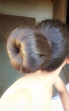 Long Silky Hair, Super Long Hair, Big Hair, Donut Bun Hairstyles, Bun Hairstyles For Long Hair, Style Hairstyle, Hairstyles Videos, 90s Hairstyles, Casual Hairstyles