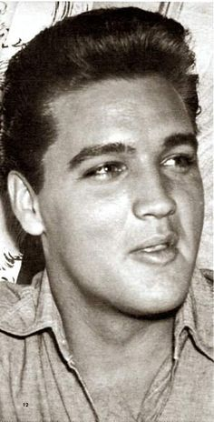 Elvis in his trailer on the set of the movie Follow that dream , summer 1961