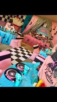 1950s Theme Party, Retro Birthday Parties, Fifties Party, 50s Theme Parties, Diner Party, Retro Party, Grease Themed Parties, Grease Party, 50s Party Decorations