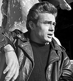 James Dean, the iconic look of masculinity.                                                                                                                                                     Más