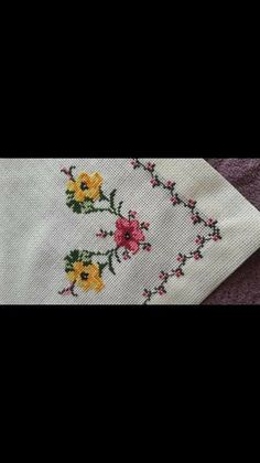 This Pin was discovered by Seh Cross Stitching, Cross Stitch Embroidery, Embroidery Patterns, Hand Embroidery, Cross Stitch Designs, Cross Stitch Patterns, Swedish Weaving, Drawn Thread, Golden Retriever