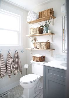 47 Clever Small Bathroom Decorating Ideas 47 Clever Small Bathroom Decorating Ideas Decoration # Related Post Inspiring Master Bathroom Renovation Ideas 36 Beautiful farmhouse bathroom design and decor i. Small Bathroom Renovations, Bathroom Renos, Bathroom Designs, Budget Bathroom, Simple Bathroom, Remodel Bathroom, Bathroom Small, Bathroom Cabinets, 1950s Bathroom