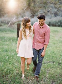 Gorgeous outfit ideas for a couple for their engagement session. Love the red and pink tones mixed together, very pretty!