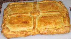 Descubre cómo hacer masa de empanada paso a paso y lúcete con una empanada gallega suave, esponjosa y para chuparse los dedos.