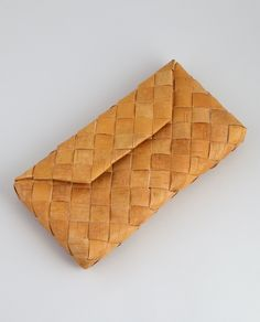 The clutch is hand made in Finland using a traditional birch bark weaving technique. Birch bark is the outer layer of a birch tree and the technique has traditionally been used to weave baskets, shoes and containers. Birch bark with a magnetic clasp Card Weaving, Weaving Art, Basket Weaving, Leather Weaving, Leather Craft, Birch Bark Crafts, Flax Weaving, Bamboo Crafts, Useful Life Hacks