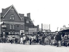 Queens Road Market & The Queens. 20 May1967