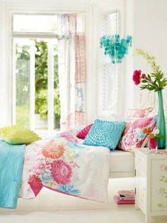 Beautiful comforter with the perfect colors for a bright and colorful girls room - but I can not find the original location so I can finally make progress on my younger daughter's bedroom!
