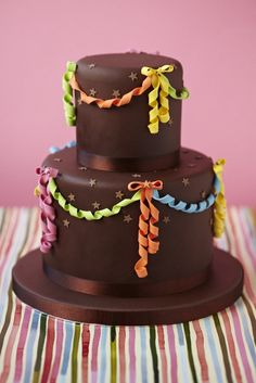 Streamer Cake. I love the simplicity, but the fanciness. Love this cake.