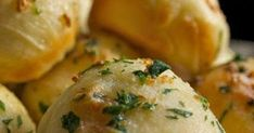 This is the best Keto Garlic Butter Bread recipe you'll ever make, use a cream cheese and mozzarella dough combined with almond flour and b. Garlic Butter For Bread, Butter Bread Recipe, Garlic Bread, Vegan Keto Recipes, Vegetarian Keto, Healthy Recipes, Healthy Food, Paleo, Coconut Lentil Curry