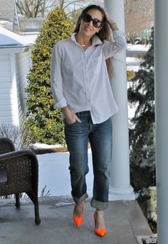 Nothing beats the simplicity and class of a white button up, jeans and heels. So cute! Monday Mingle: Classic | Thirty Something Fashion - Carly Walko