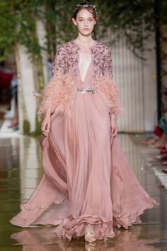 Zuhair Murad Autumn/Winter 2017 Haute Couture - Look 43 Haute Couture Looks, Style Couture, Haute Couture Fashion, Zuhair Murad, Pink Fashion, Fashion Week, Fashion Outfits, Tout Rose, Collection Couture