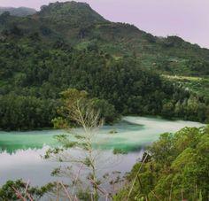 Tanah Jawa memang menyimpan banyak keindahan didalamnya yang seolah tak pernah habis jika dibahas satu-persatu. Kali ini Vimalla Tour mencoba memberikan informasi seputar Dataran Tinggi Dieng Plate…