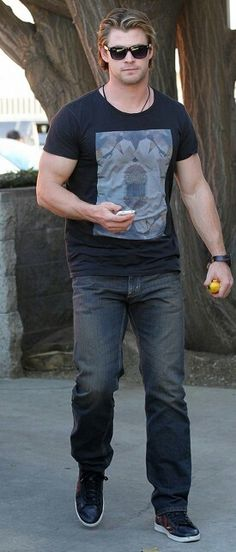 Chris Hemsworth in Levi's jeans # men's fashion #denim pant # dark vintage wash # low rise # straight fit #