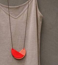 Not quite a circle necklace - Fimo idea: esty Polymer Clay Necklace, Polymer Clay Pendant, Fimo Clay, Polymer Clay Crafts, Handmade Polymer Clay, Clay Beads, Diy Fimo, Ceramic Jewelry, Ceramic Necklace