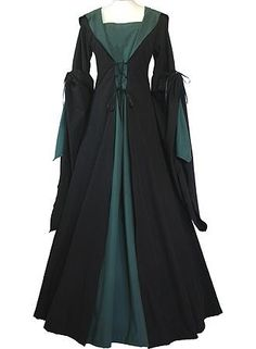 I found 'Slytherin Robe' on Wish, check it out! Would work great at Renaissance fairs Moda Medieval, Medieval Dress, Medieval Costume, Harry Potter Cosplay, Harry Potter Outfits, Harry Potter Dress, Mode Renaissance, Slytherin House, Slytherin Pride