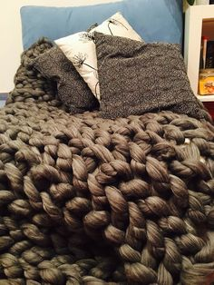 Hand made armknitted blanket with merino wool