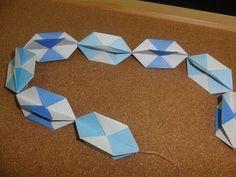 Daily Origami:  172 - Christmas - Garland