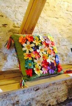Tovad kudde med blommor