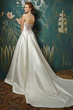 Prachtige satijnen bruidsjurk met een prachtige rug. #Enzoani