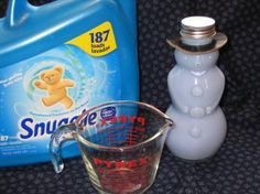 Super Fabric Softener Tip (Money Saver!) 20 capfuls of Downy Softener line in cap), 5 C distilled or filtered water, and 5 C vinegar in a gallon storage jug. My favorite is Sunblossom by Downy. Homemade Cleaning Products, Cleaning Recipes, Cleaning Hacks, Cleaning Supplies, Diy Cleaners, Cleaners Homemade, Household Cleaners, Household Tips, Homemade Fabric Softener