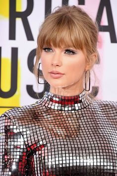 Taylor Swift at AMAs discovered by bia. 🐍 on We Heart It Taylor Swift Hot, Style Taylor Swift, Long Live Taylor Swift, Red Taylor, Taylor Swift Pictures, Taylor Swift Bangs, Swift Photo, Hair Makeup, Queens