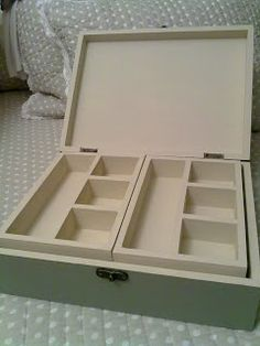Joyero personalizado de madera. Wooden Jewelry Boxes, Wooden Boxes, Diy Storage, Storage Shelves, Diy Table Saw, Wooden Basket, Fabric Boxes, Painted Boxes, Diy Box