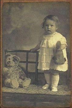 Wood Magnet~Teddy Bear~Little Girl~Toy~Vintage Style Postcard Vintage Children Photos, Vintage Images, Vintage Teddy Bears, Vintage Toys, Vintage Girls, Bear Photos, Old Photos, Little Girl Toys, Little Girls