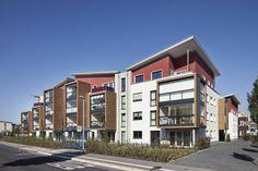 Das Architektenbüro Arno Weirich hat im nordrhein-westfälischen Hennef auf einer ehemaligen Gewerbefläche eine moderne, effiziente Wohnanlage errichtet.