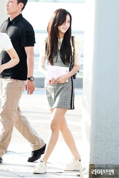 180815 Incheon Airport Departure in Japan ~✨♥ Airport Outfit Cold To Hot, Airport Outfit Long Flight, Blackpink Jisoo, Kpop Outfits, Teen Fashion Outfits, Work Outfits, Blackpink Fashion, Asian Fashion, Petite Fashion