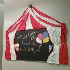Bulletin Board Carnival Bulletin Boards, Circus Theme Classroom, Library Bulletin Boards, Preschool Circus, Circus Crafts, School Carnival, Carnival Themes, Preschool Boards, Preschool Classroom
