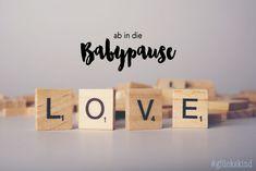 """""""Ich kann es noch gar nicht glauben, aber tatsächlich ist es heute so weit: ich verabschiede mich in die Babypause!...""""  #pregnancy #preggo #baby #blogpost #pregnancyblogpost #mommytobe #mommytobe2018 babypause #glückskind #unserkleineswunder Pause, Flip Clock, Place Cards, Blog, Place Card Holders, Decor, Decoration, Blogging, Decorating"""