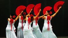 Corpo esguio... Som Flamenco...Sabor Andaluz.    Violão... Guitarra... Palmas...    Ancas macias que aos olhos... Seduz...    Castanholas com fúrias Espanholas...