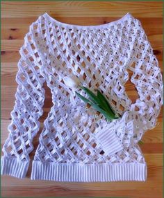 What a beautiful crocheted pattern crocheted blouse, is very charming and elegant to wear in one and party, this model is being quite in ...
